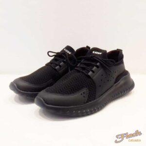 Zapatilla con cordones negra