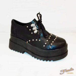 zapato chester acordonado con tachas